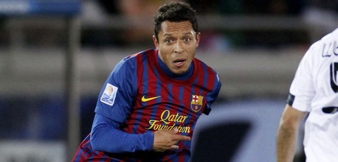 Adriano plutôt que Maxwell au PSG ?