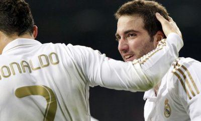 Ronaldo voit Kaka et Higuain rester au Real