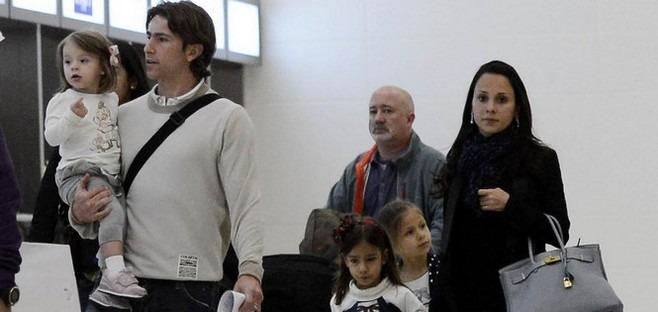 MAXWELL avec sa famille