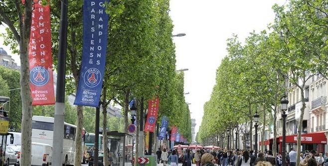 Les Champs-Elysées aux couleurs du PSG !