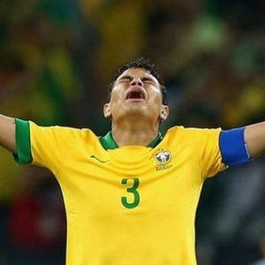 """Thiago Silva, le """"génie"""" au comportement incompris et non toléré au Brésil"""