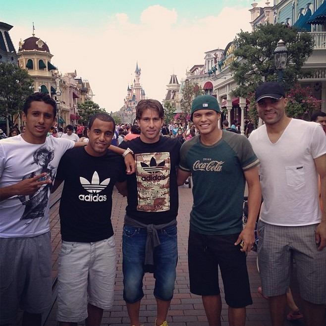 Psg Lucas Moura Parisien Dès Janvier 2013: Petit Tour à Disneyland Pour Les Brésiliens Du PSG