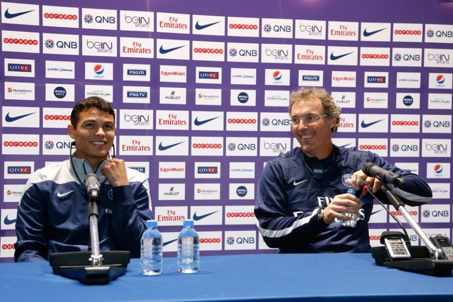 """Laurent Blanc ne s'inquiète pas pour Thiago Silva qui """"est très bien. Pas seulement sur le terrain"""""""