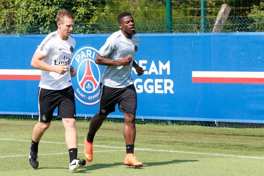 """PSG - Aurier n'est """"pas satisfait"""" de sa saison et s'est préparé à Doha."""