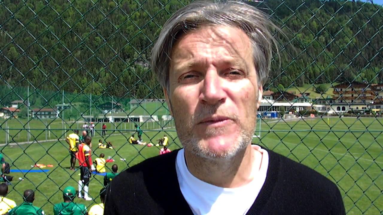 Hervé Penot livre son analyse de la recherche d'une doublure à Edinson Cavani