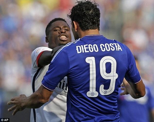 """PSG - Aurier reçoit un coup de coude de Diego Costa et lui répond sèchement """"il voulait se faire remarquer"""" répond Mourinho"""