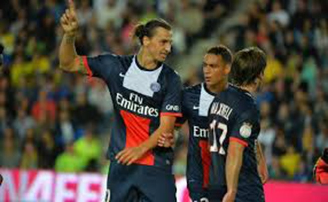 "Mercato- ""Zlatan et Van Der Wiel restent au PSG"" selon Raiola"