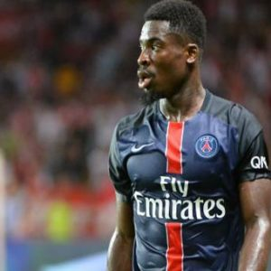 """Si le PSG ne licencie pas Aurier, """"les dirigeants devront encore devoir respecter la charte du football"""" rappelle L'Equipe"""