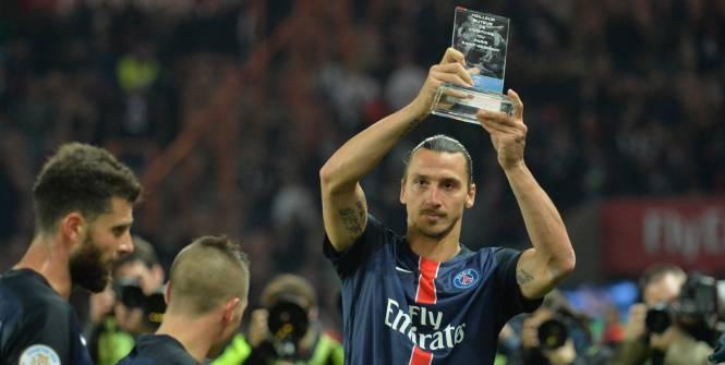 Zlatan félicité par ses coéquipiers et Mandanda