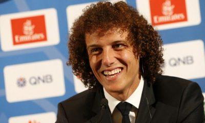 David Luiz présente le nouveau maillot du Brésil