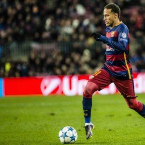 Le père de Neymar aurait donné son accord pour un transfert au PSG, selon UOL