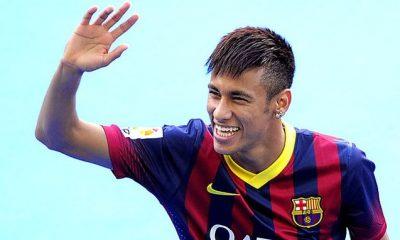 """UOL """"Neymar et son père ont été convaincus"""" par le PSG...pour 2017"""