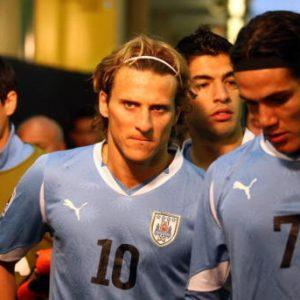 """Forlan : Cavani """"doit régulièrement jouer"""" sinon """"il pourrait quitter le PSG"""""""
