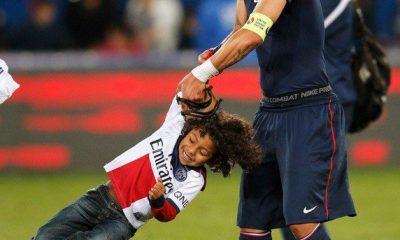 """Thiago Silva et ses fils font une """"brésilienne"""", toute la famille maîtrise"""