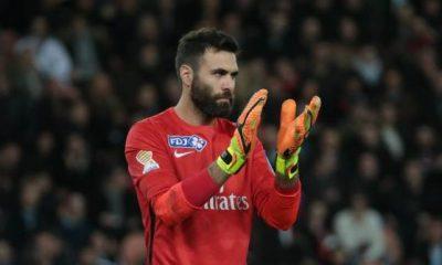 """Sirigu """"est bien au PSG"""", mais veut """"surtout jouer et devenir titulaire"""" d'après son agent"""