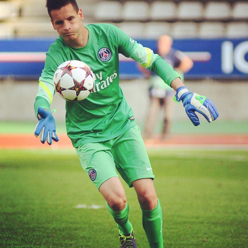 Rémy Descamps signe son premier contrat professionnel au PSG
