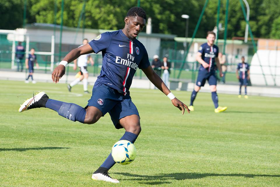 Dylan Batubinsika signe son premier contrat professionnel avec le PSG