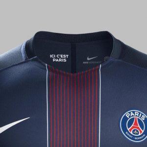"""Le maillot """"domicile"""" du PSG pour la saison 2016-2017 disponible en magasin"""