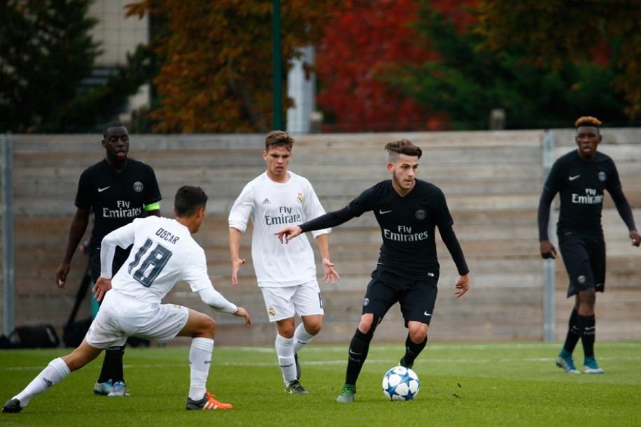 Le jeune milieu Nathan Epaillard signe son premier contrat professionnel au PSG