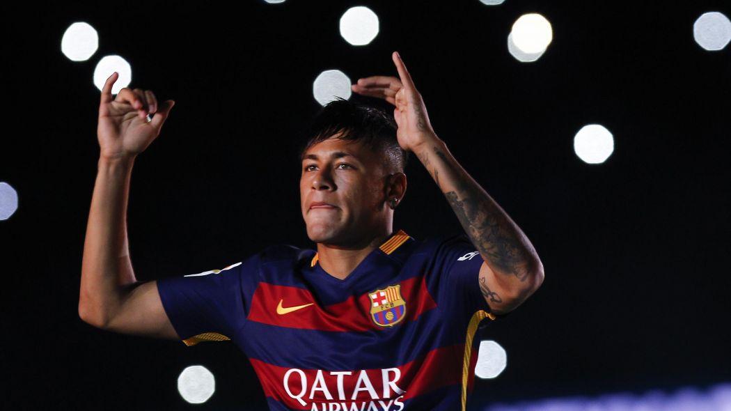 """Neymar """"Nous avons prolongé pour afficher que nous voulons rester ici"""", affirme son père"""