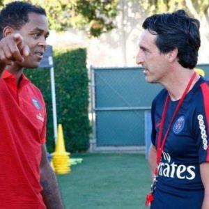 """Emery: Kluivert """"Il est arrivé car c'est un ancien joueur d'expérience et il connait beaucoup le foot."""""""