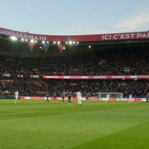Ligue 1 - Le PSG conserve la tête du championnat des pelouses après la 12e journée
