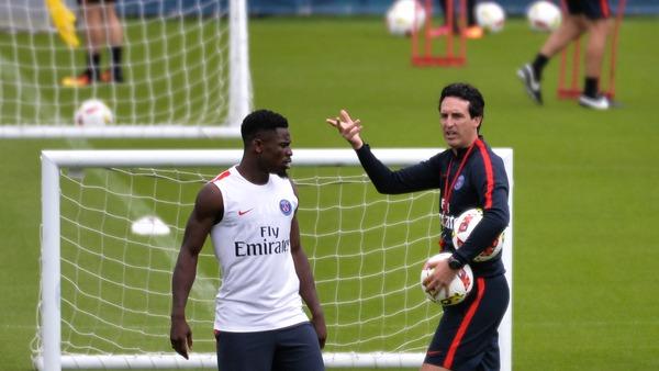 """Emery répond l'intérêt du Barça pour Aurier il est jeune et il a beaucoup de capacités, mais il est au PSG"""""""