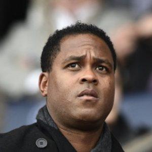 """Le PSG perd un peu espoir pour le recrutement d'un buteur, mais Kluivert """"reste à l'affût"""", selon Le Parisien"""