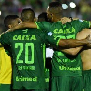 PSGAngers - Une minute de silence avant le match en hommage aux victimes de l'avion de Chapecoense