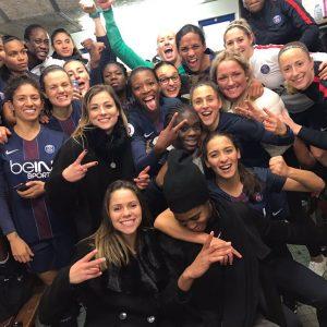 Féminines - La belle scène de joie des Parisiennes après leur victoire face à l'OL