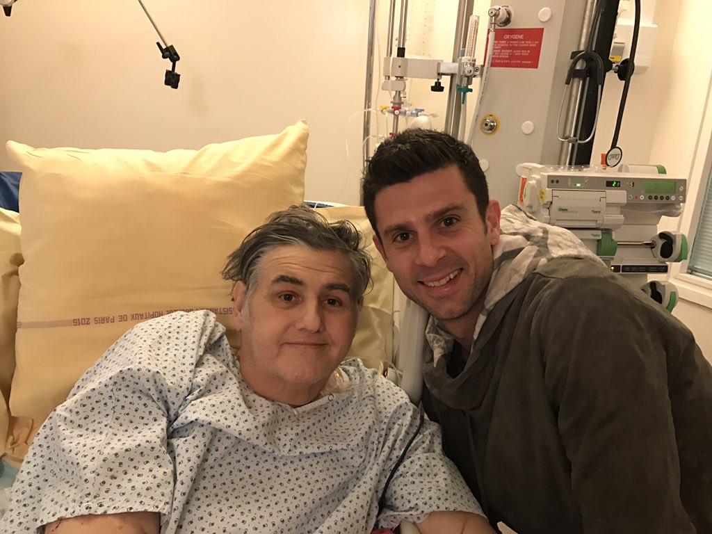 Pierre Ménès, tout juste opéré, reçoit la visite de Thiago Motta