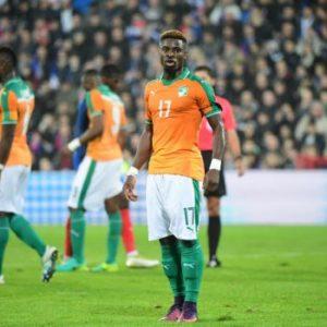 """Serge Aurier est """"déclaré inapte"""" par les médecins de la Côte d'Ivoire et ne voyage pas avec l'équipe"""