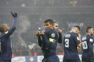 Thiago Silva embrasse le maillot du PSG pour célébrer son but. PSG-Bastia