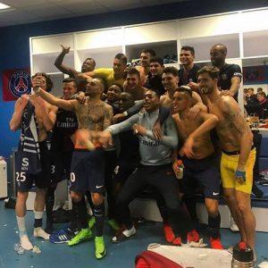 Les images partagées par les joueurs du PSG ce dimanche La manita lors du Classico !