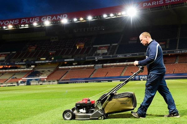 Jonathan Calderwood, ground manager du PSG, encore sacré meilleur jardinier de France