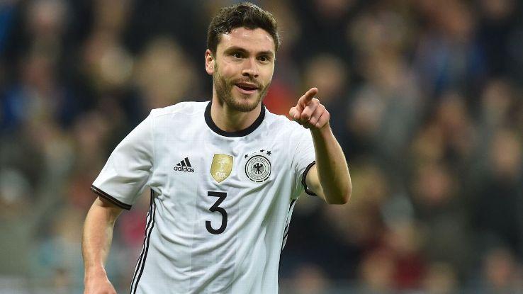 Mercato - Jonas Hector, ciblé notamment par le PSG, ne voudrait pas quitter Cologne