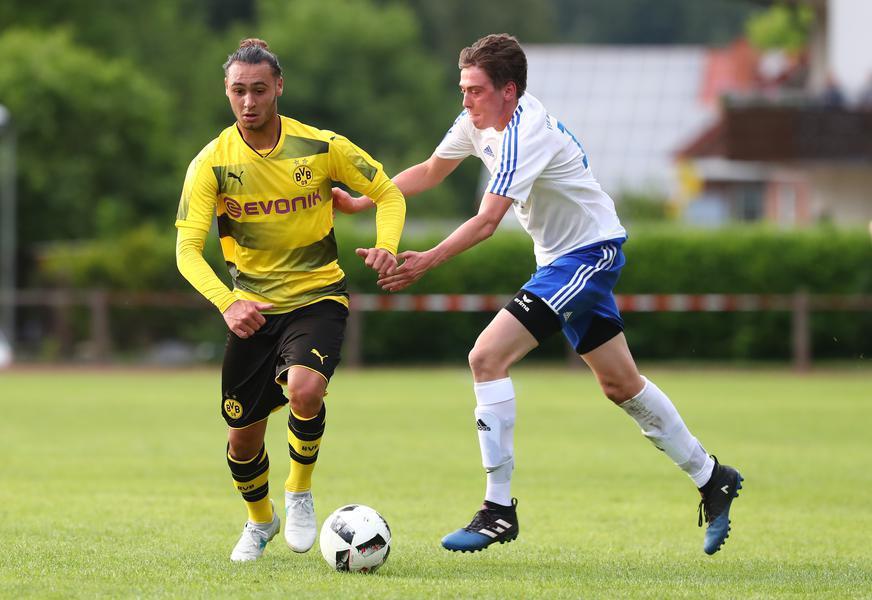 Azzedine Toufiqui a joué un match test avec le Borussia Dortmund.jpg