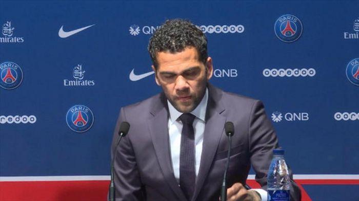 Dani Alves « La Ligue 1 est un championnat très physique »