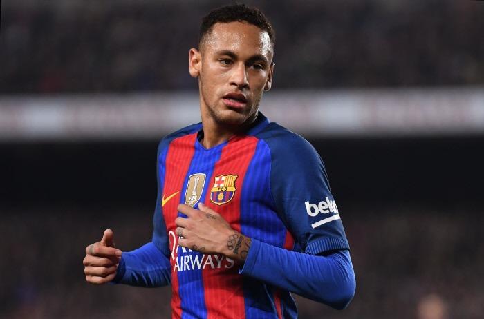 Des joueurs du PSG parlent avec Neymar et savent qu'il arrive, selon un journaliste à Barcelone