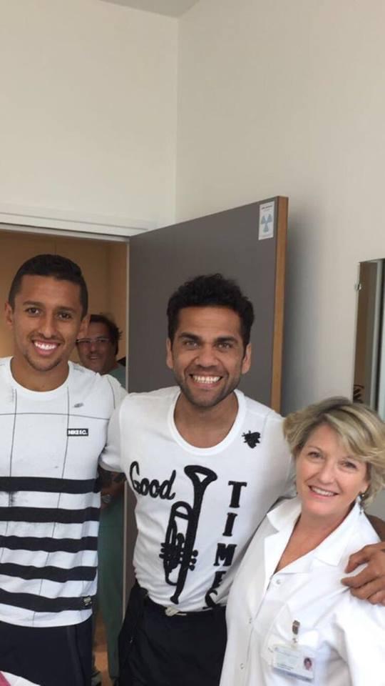 Mercato - Daniel Alves devrait signer pour 2 saisons au PSG et être présenté mercredi