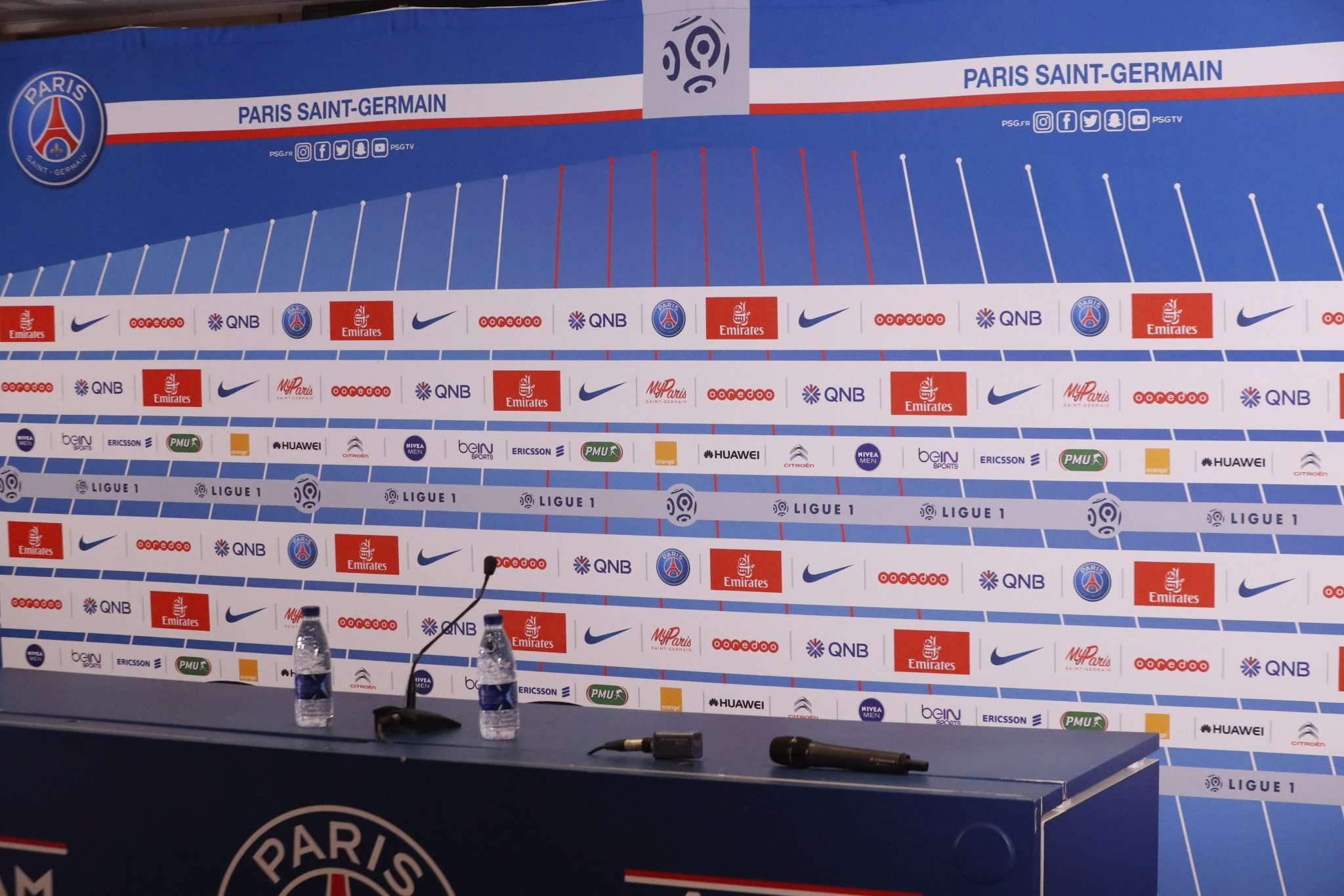 Le PSG annonce la conférence de presse à 16h et joue avec l'impatience des supporters