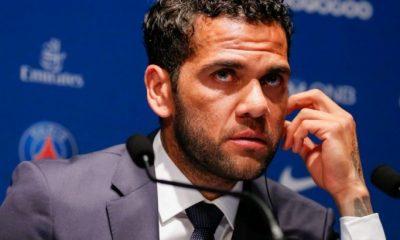 """Dani Alves explique sa signature au PSG plutôt qu'à Manchester City """"il n'y a pas qu'une seule chose"""""""