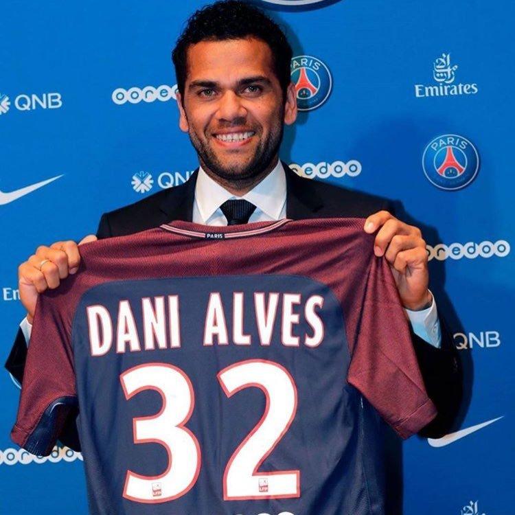 Dani Alves Le monde ne s'arrête pas au Barça ! Il faut respecter les décisions