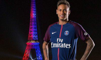 """Neymar se dit """"vraiment ému"""" d'avoir les lumières de la Tour Eiffel en son honneur"""