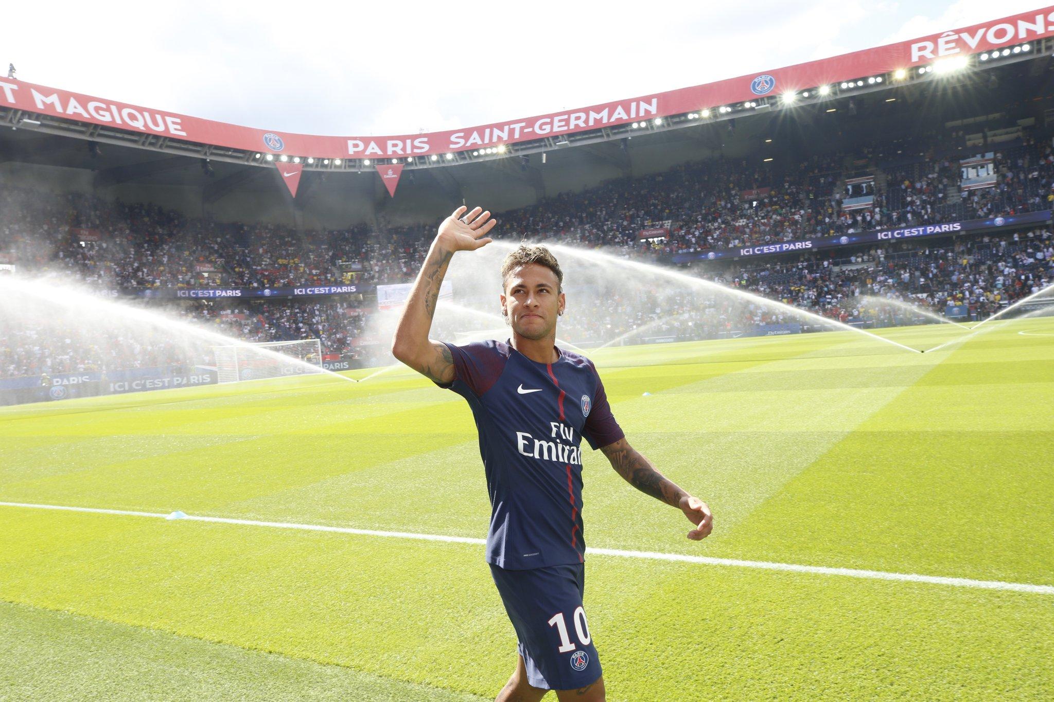 Le PSG l'annonce officiellement : Neymar est qualifié pour jouer à Paris !