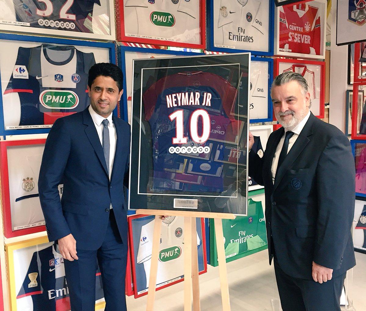 En hommage à Louis Nicollin, le PSG a offert le maillot de Neymar pour le musée