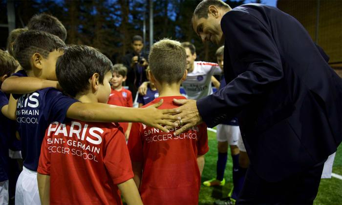 Le PSG inaugure son Academy à Lisbonne, Pauleta est très heureux.jpg