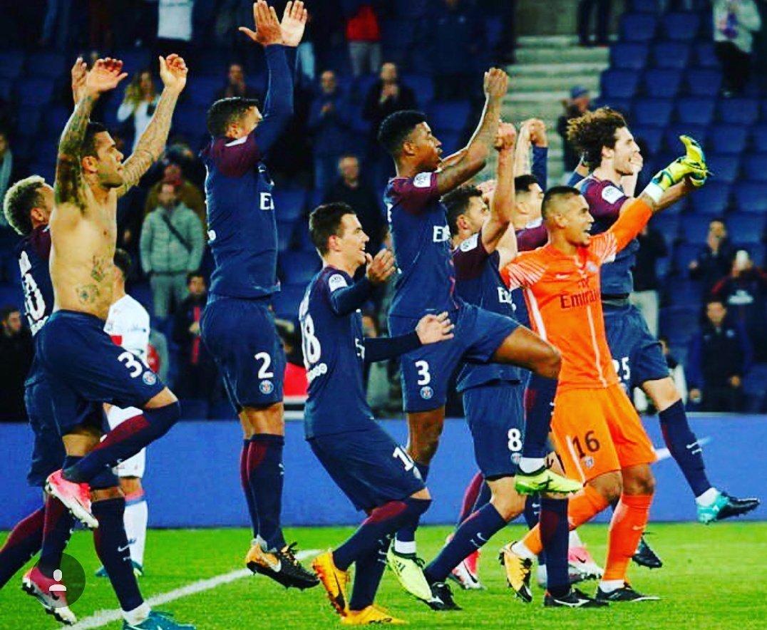 Les images du PSG célébrations de la victoire contre l'OL !.jpg