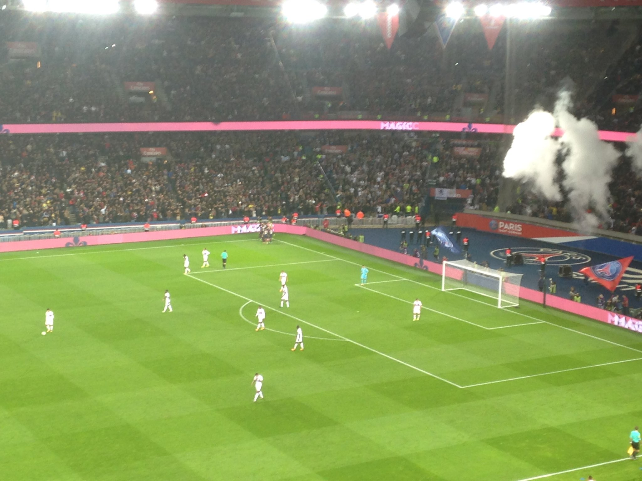 Ligue 1 - L'OL se plaint encore de l'arbitrage durant sa défaite contre le PSG