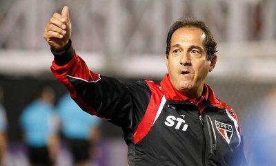 """Un ancien entraîneur de Neymar estime qu'Emery """"n'a rien à faire au PSG"""""""